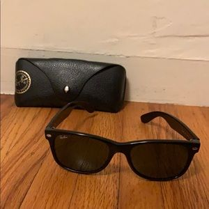 Authentic black rayban wayfarers with case